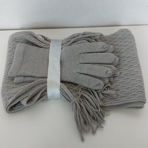 NWOT New York & Company Glove and Scarf Set